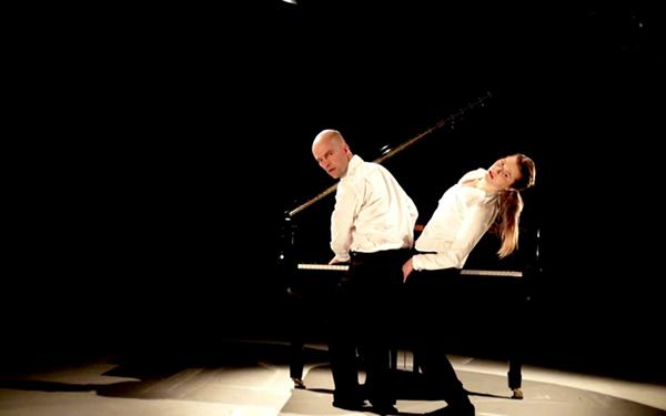 Toccata - kahdelle tanssivalle pianistille